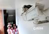 校园新风景!一对燕子在小学监控摄像头上筑巢生燕(组图)