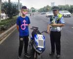 南京一少年用家长奖励的2000块 买摩托上路