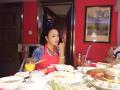 刘晓庆穿大红围裙似美厨娘