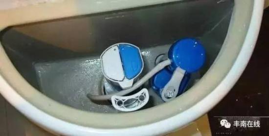 为什么马桶上有两个冲水按钮 95%的唐山人不知道