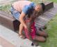 宁波高温一黑人留学生中暑晕倒,热心路人出手相救
