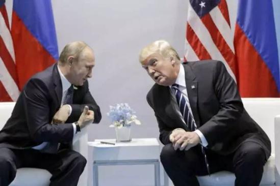 聊天 普京 画面 特朗普/仿佛,特朗普与普京亲切交谈的画面就发生在昨天,而现在,美国...