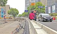 宁波围挡问题再暗访:围而不建七八年 垃圾小山连绵起