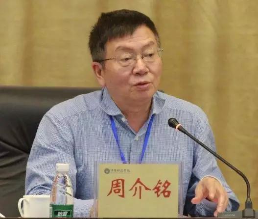 今次落马的雷寒出生于1957年7月,其学习、工作都在重庆医科大学。
