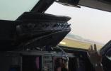 川航航班驾驶舱风挡破裂安全备降成都,副驾驶面部划伤腰扭伤