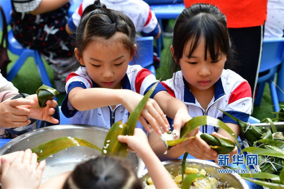 郑州:幼儿园里迎端午