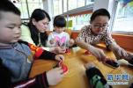 """秦皇岛:""""阅光宝盒""""公益书屋让孩子们阅读变""""悦读"""""""