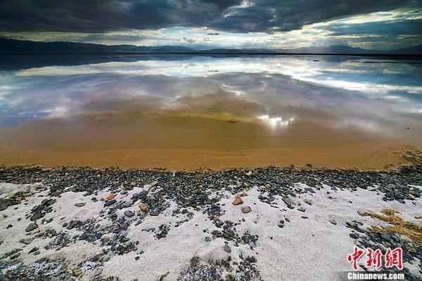 11茶卡盐湖的落日