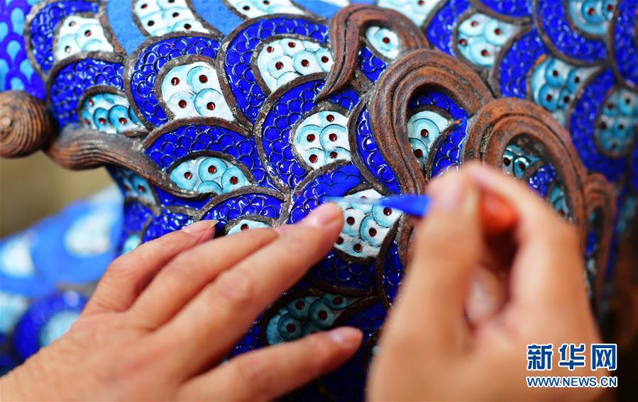 中国传统工艺美术大师:让林氏铜铸胎掐丝珐琅工艺传承