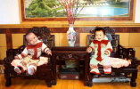 """一套小毛衣暖两代人 宁波这对父子穿越35年的""""同框照片""""火了"""