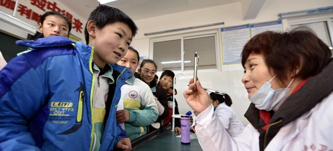 山东茌平:健康礼包送学生