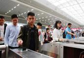 中秋小长假郑州东站发送旅客36.8万人次 同比增10.2%