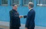 【组图】历史性一刻!金正恩首次踏上韩国土地 与文在寅微笑握手